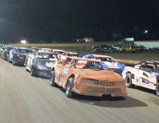 Sprint cars at Dublin Motor Speedway. Pure Stocks line up for race