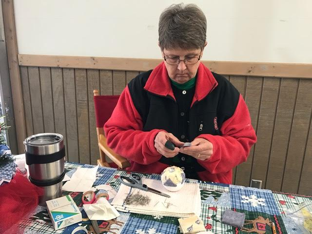 ellen-gause-crafting-at-the-cape-fear-farmers-market