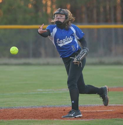 East_Bladen_West_Columbus_softball_03