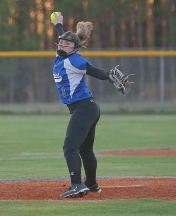 East_Bladen_West_Columbus_softball_04