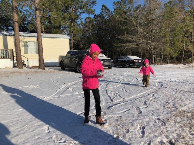 Snow 2018 Children play