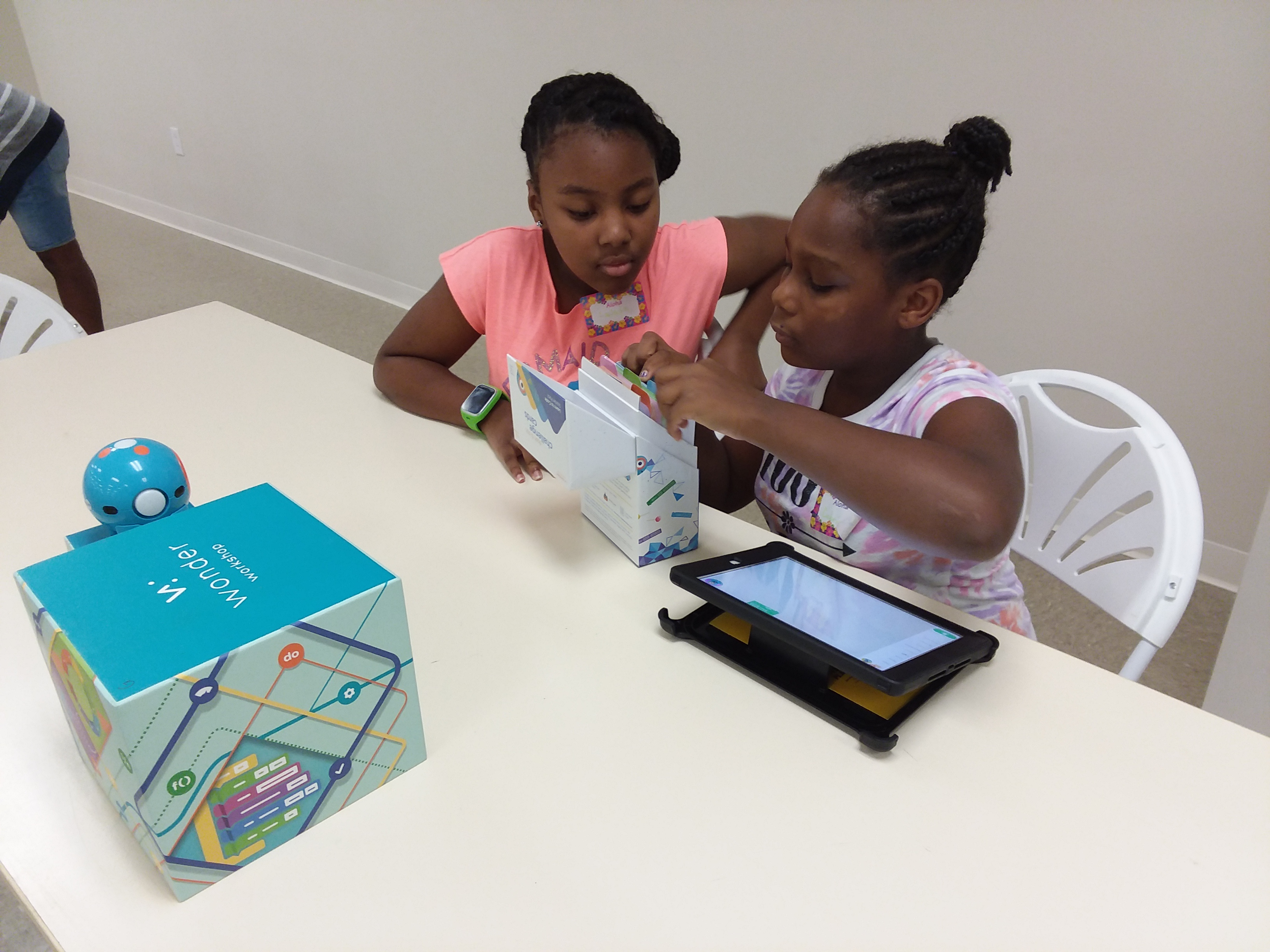 Cabria Baldwin and LaJada James program Dash and Dot using challenge cards