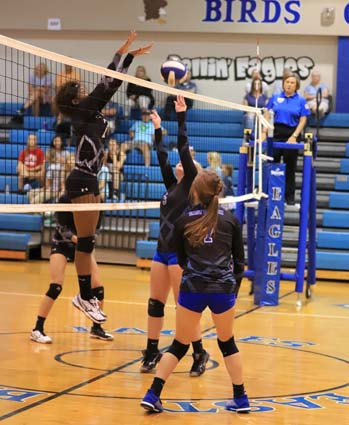 East_Bladen_South_Columbus_volleyball_07