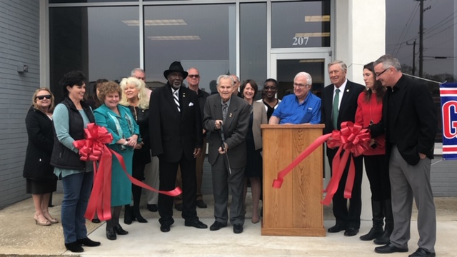 Ribbon cutting for Elizabethtown Chamber of Commerce