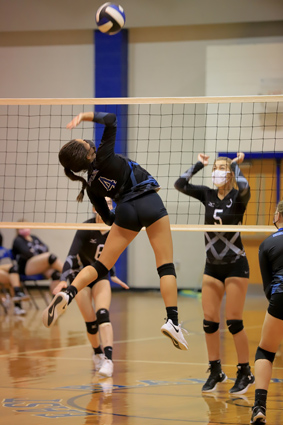 East_Bladen_volleyball_01