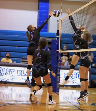 East_Bladen_volleyball_07