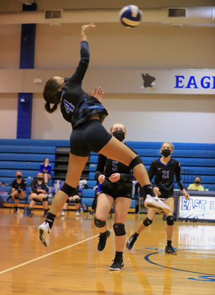 East_Bladen_volleyball_08