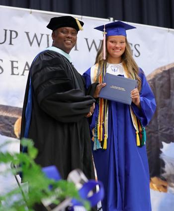 East_Bladen_graduation_07