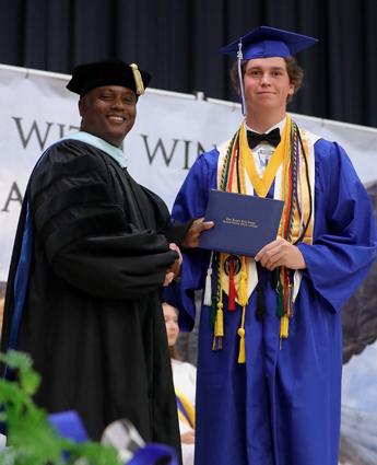 East_Bladen_graduation_09